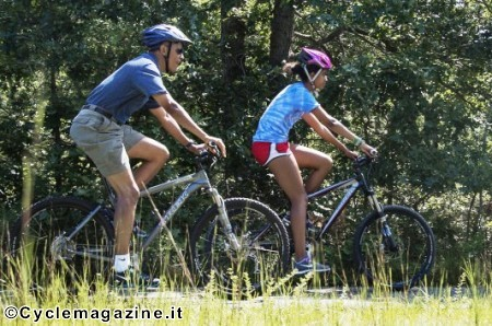 Il presidente Barack Obama e la figlia, in bici, quest'estate